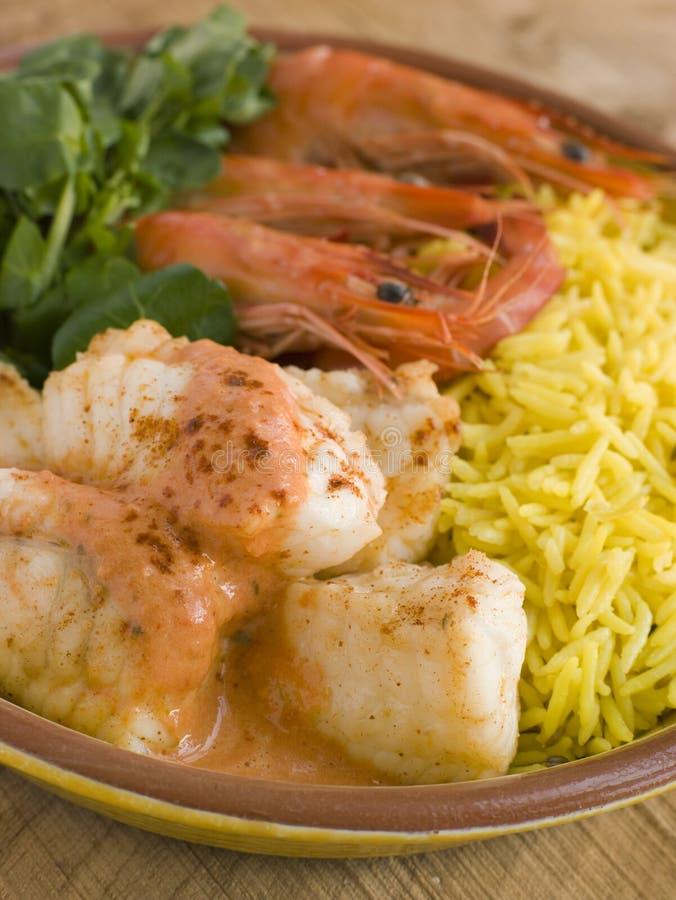 Saute von den Monkfish-Garnelen und dem Reis mit Piment lizenzfreie stockfotografie