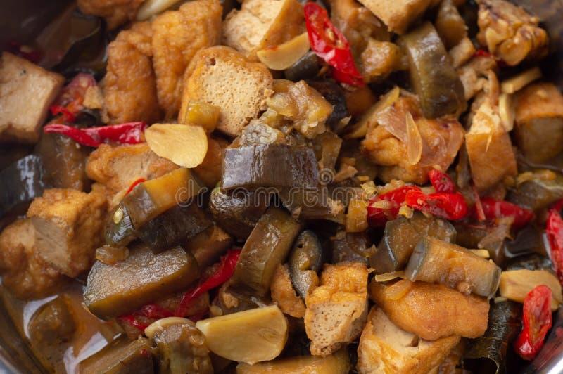 Sauteedaubergine en tofu stock afbeelding