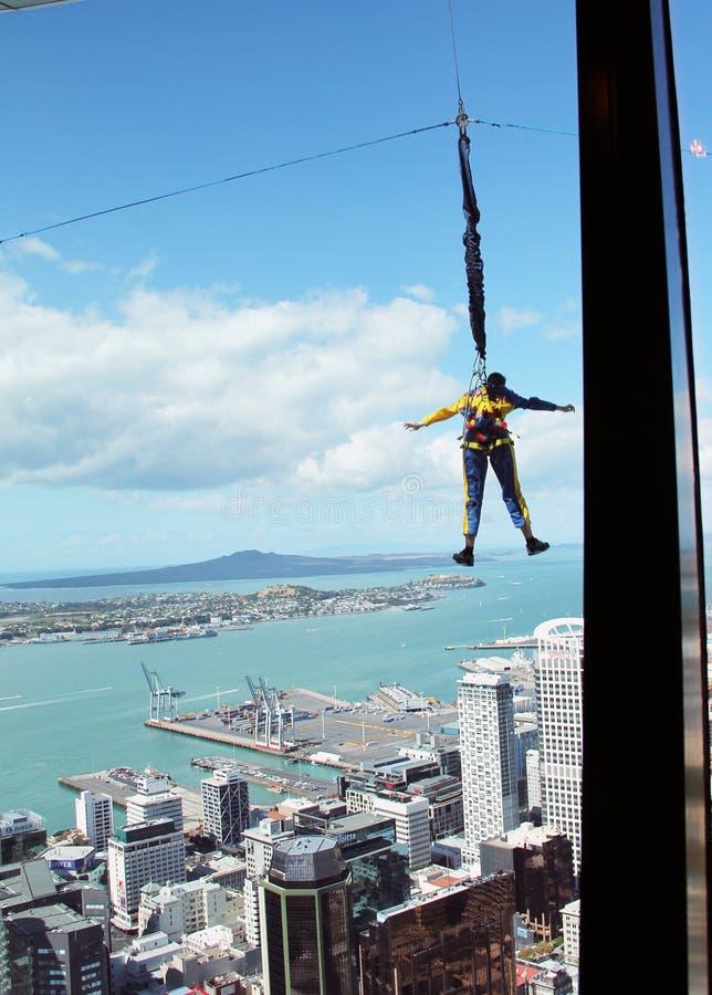 Sautez de la tour de ciel, Auckland, Nouvelle-Zélande photographie stock