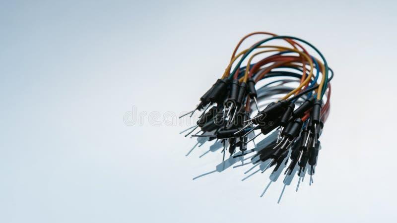 Sautez le fond de blanc du kit de câblages de fils image libre de droits