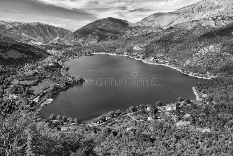 Sauvage, intact, de la beauté incalculable, lac Scanno photographie stock