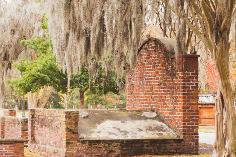 Savana colonial grave GA do cemitério do parque do tijolo fotografia de stock royalty free
