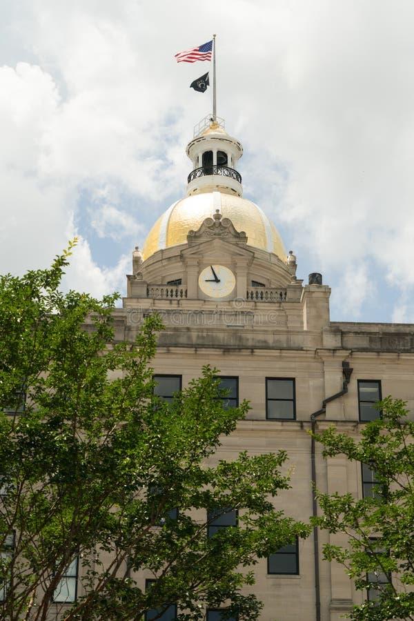 Savannah Georgia/Förenta staterna - Juni 25, 2018: Stadshuset för Savannah` s lokaliseras i hjärtan av centret arkivfoton