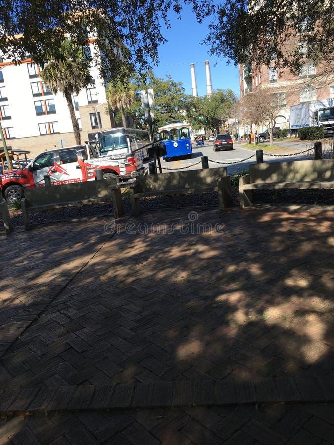 Savannah Georgia Square och spårvagn arkivbilder