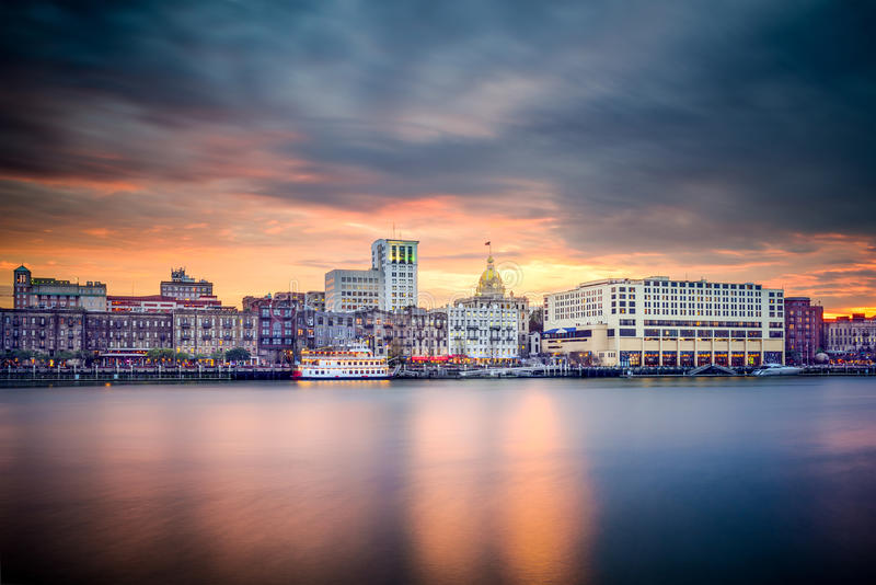 Savannah Georgia, USA i stadens centrum horisont arkivbilder