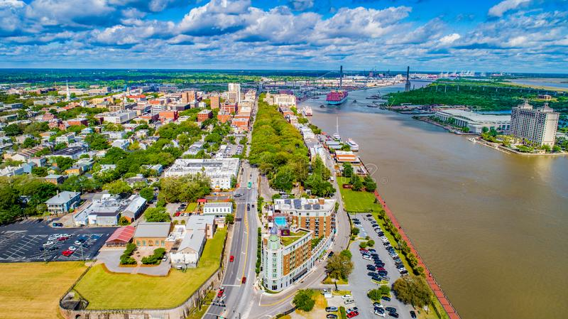Savannah Georgia, USA i stadens centrum horisontantenn arkivfoton