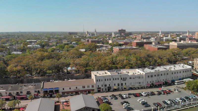 SAVANNAH GUMMIN - APRIL 3, 2018: Flyg- stadssikt Savannahen är en fa arkivfoto