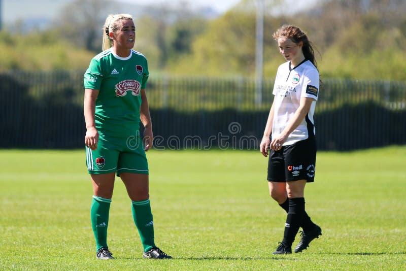 Savannah McCarthy p? kvinnornas leken f?r nationella liga: Cork City FC vs Galway WFC royaltyfri fotografi