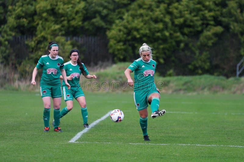 Savannah McCarthy under kvinnornas matchen för nationella liga mellan Cork City FC kvinnor och Wexford Youths arkivbilder