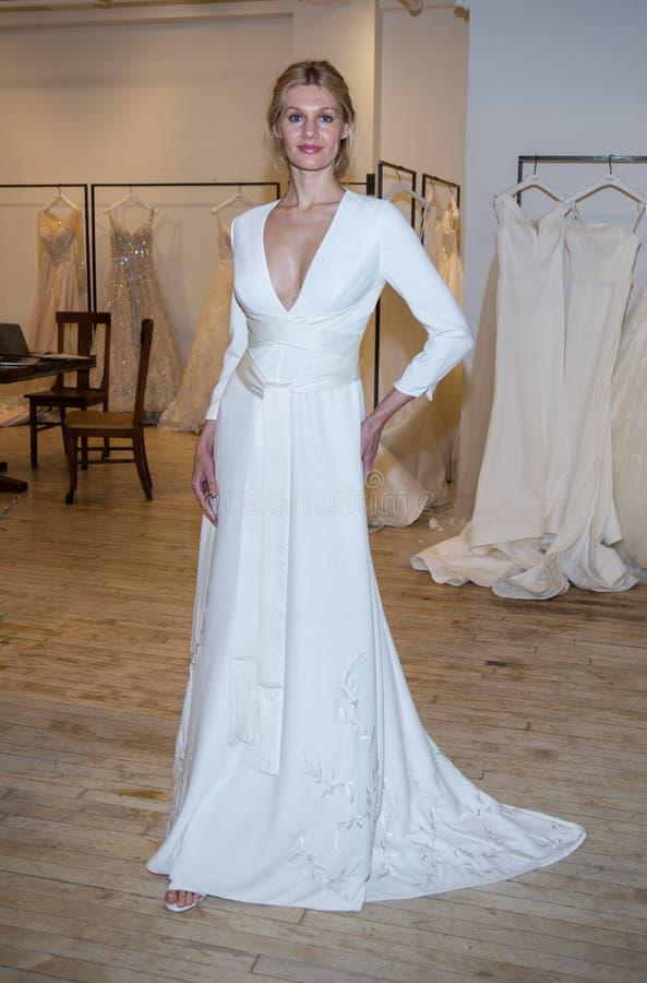 Savannah Miller Bridal Presentation como parte da semana nupcial de New York imagem de stock