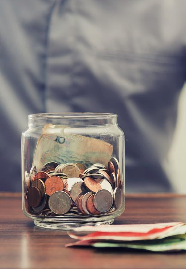 Save pieniądze i rozlicza bankowość dla finansowego biznesowego pojęcia obrazy royalty free