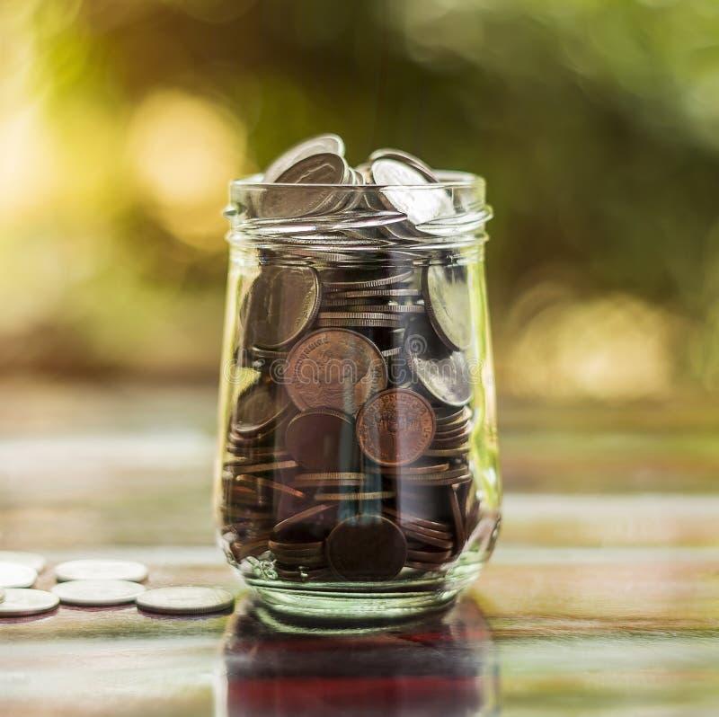 Save pieniądze i rozlicza bankowość dla finansowego biznesowego pojęcia obraz royalty free