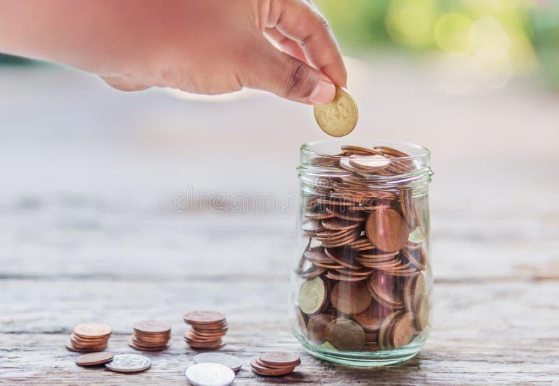 Save pieniądze i rozlicza bankowość dla finansowego biznesowego pojęcia zdjęcie royalty free