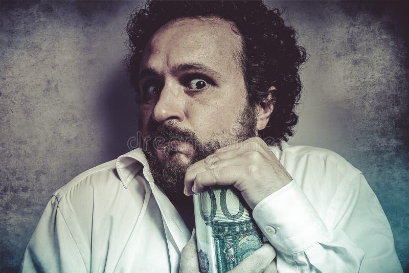 Save, skąpy biznesmen, ratuje pieniądze, mężczyzna w białej koszula z zdjęcie royalty free