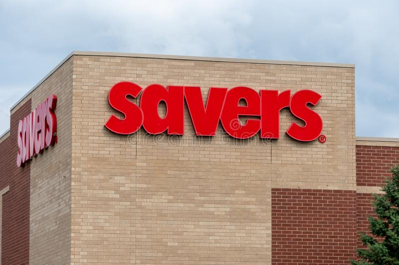 Savers Retail Store Exterior and Trademark Logo. ST PAUL, MN/USA - AUGUST 25, 2019: Savers retail exterior store and trademark logo royalty free stock images