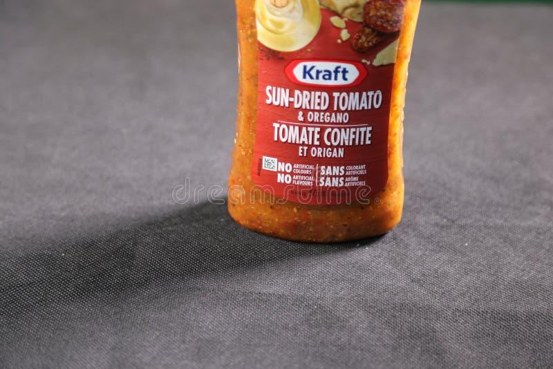 Saveur séchée au soleil de tomate de sauce salade de Papier d'emballage images libres de droits