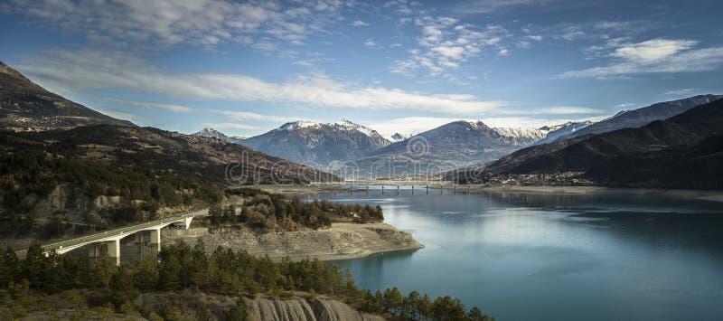 Savine桥梁和湖鸟瞰图  免版税库存图片
