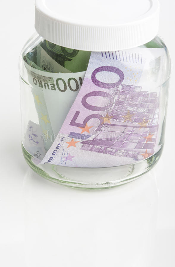 Savings pojęcie: Plik Europejscy waluta banknoty Stawiający w słoju obraz stock