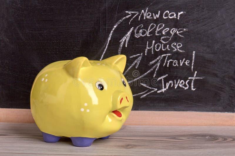 Savings w żółtym moneybox zdjęcie stock