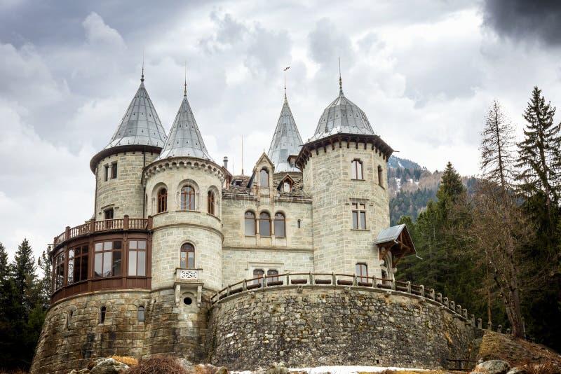 Savoia城堡在一阴天,Gressoney圣徒吉恩,奥斯塔,意大利 免版税库存照片