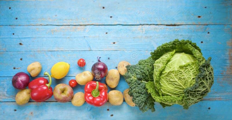 Savojkål och andra grönsaker, royaltyfri bild