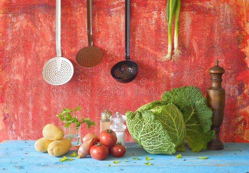 Savojkål och olika grönsaker royaltyfri bild