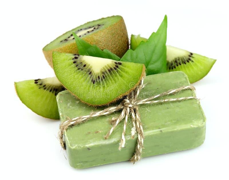 Savon avec le kiwi frais images libres de droits