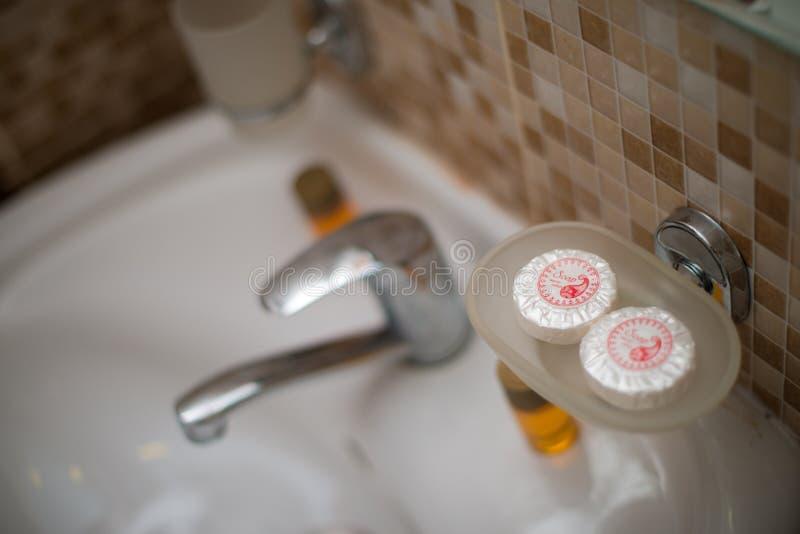 Savon de salle de bains d'hôtel, shampooing d'appartement images libres de droits