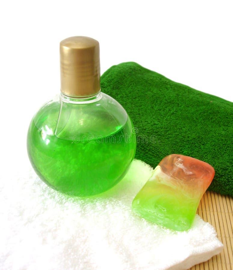 Savon, essuie-main et shampooing photos stock