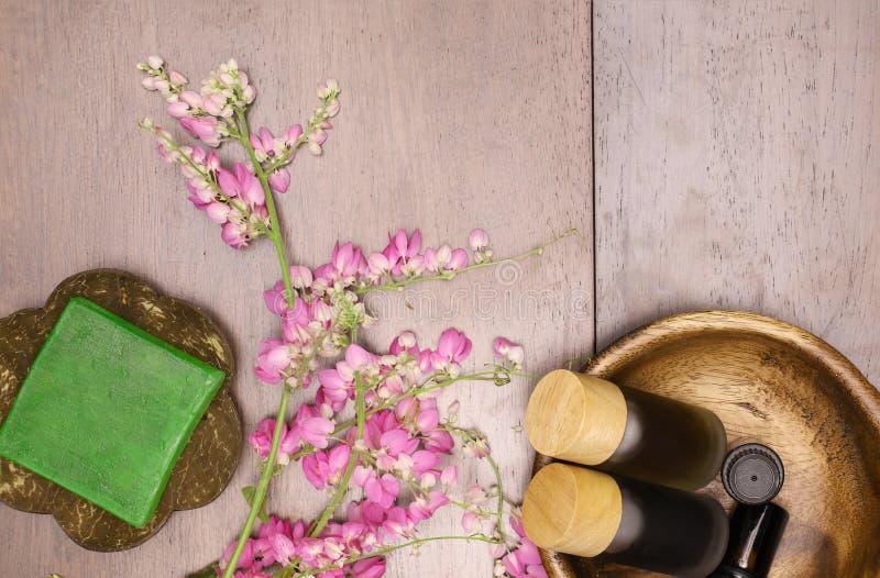 savon et extrait de fines herbes d'aromatherapy photo stock