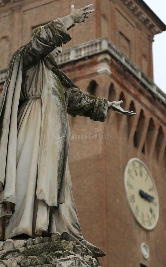 Savonarola吉罗拉莫大雕象在费拉拉在意大利和 免版税库存图片