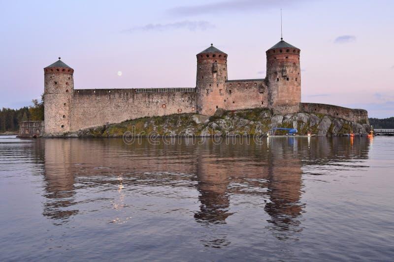 Savonlinna Fortaleza Olavinlinna en la puesta del sol fotografía de archivo libre de regalías
