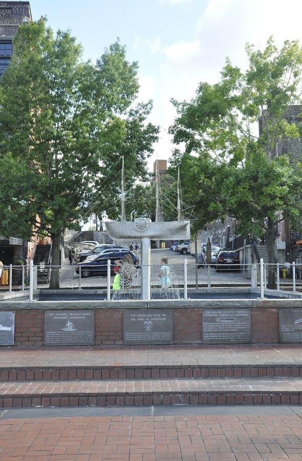 Sawanna, Sierpień 8th: Nadbrzeże rzeki fontanna od sawanny w Gruzja usa fotografia stock