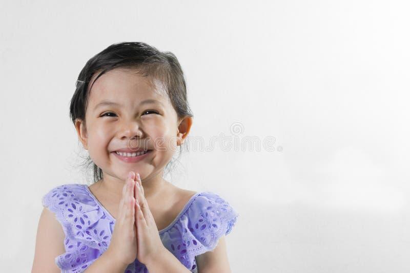 Sawasdee thaïlandais de robe de fille bonjour photo libre de droits