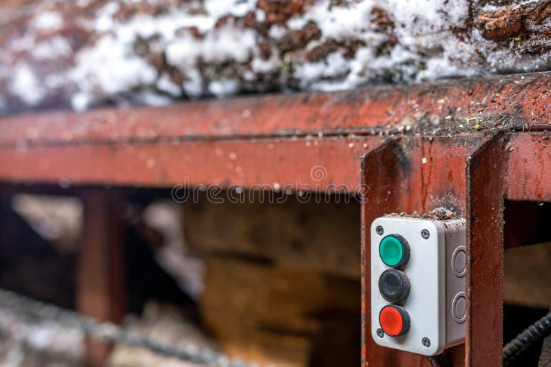 sawmill Close-up de botões do controle do carregador imagens de stock royalty free