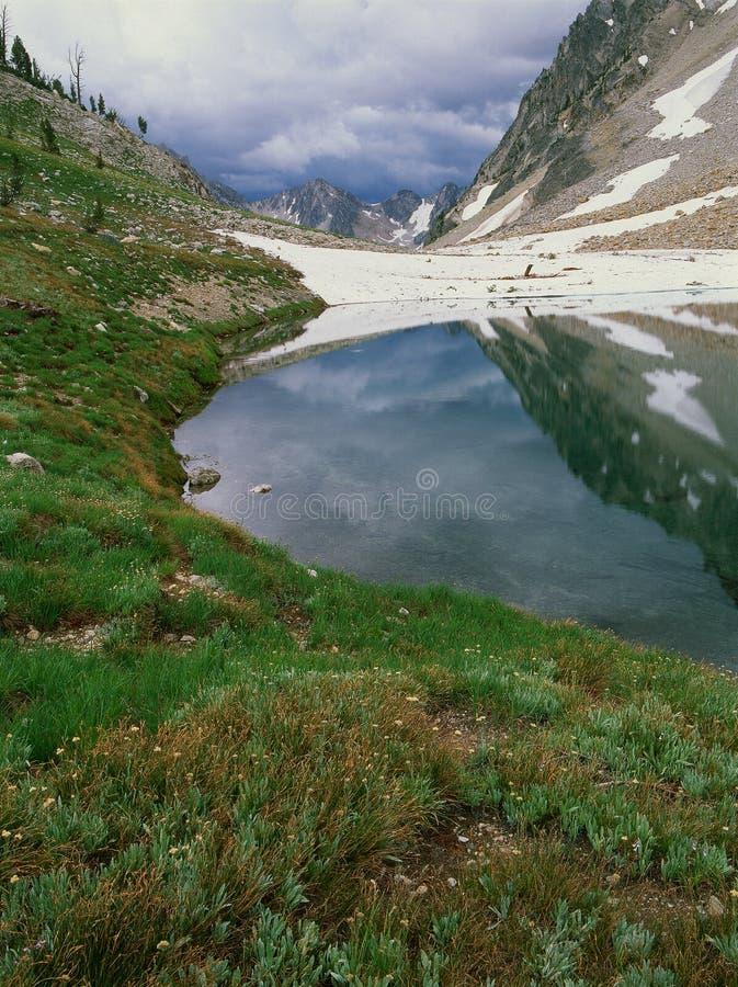 Sawtooth sjö och annalkande storm, Sawtoothområde, Sawtoothvildmark, Idaho arkivbilder