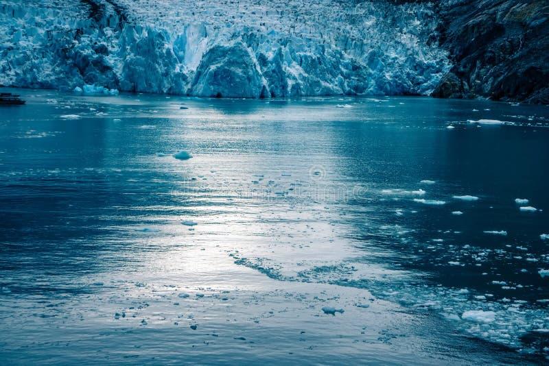 Sawyer Glacier på Tracy Arm Fjord i den alaska stekpannehandtaget royaltyfri bild