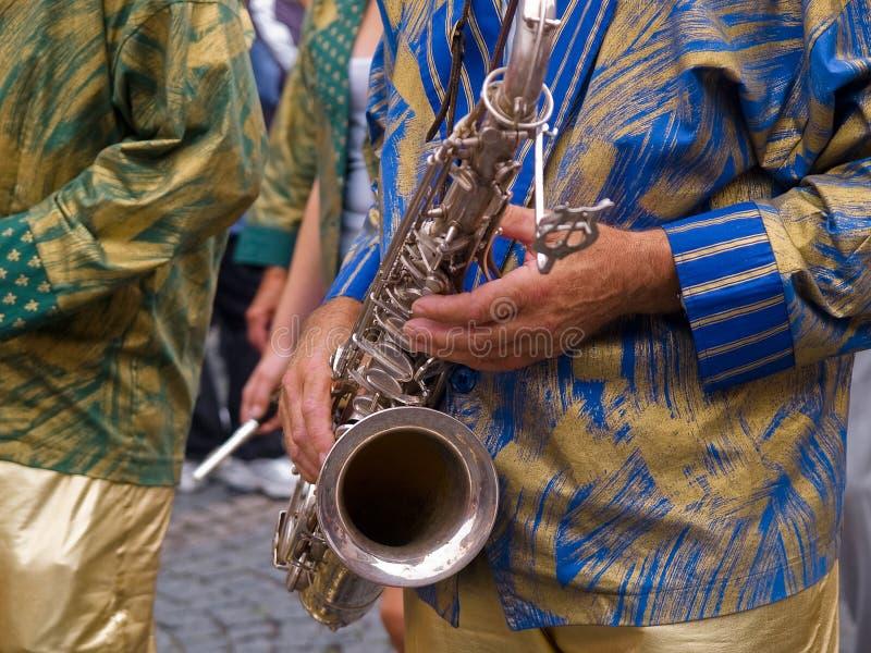 saxofon för samba för brazil karnevalspelare royaltyfri fotografi