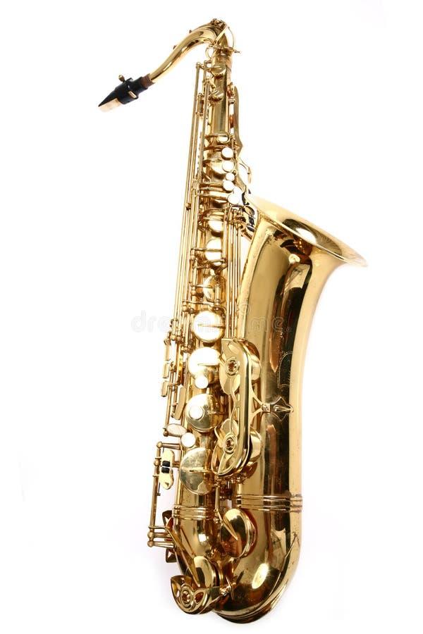 Saxofon som isoleras på vit bakgrund arkivfoto