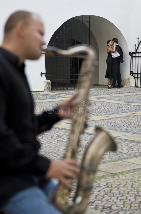 Saxofone & a cidade fotografia de stock