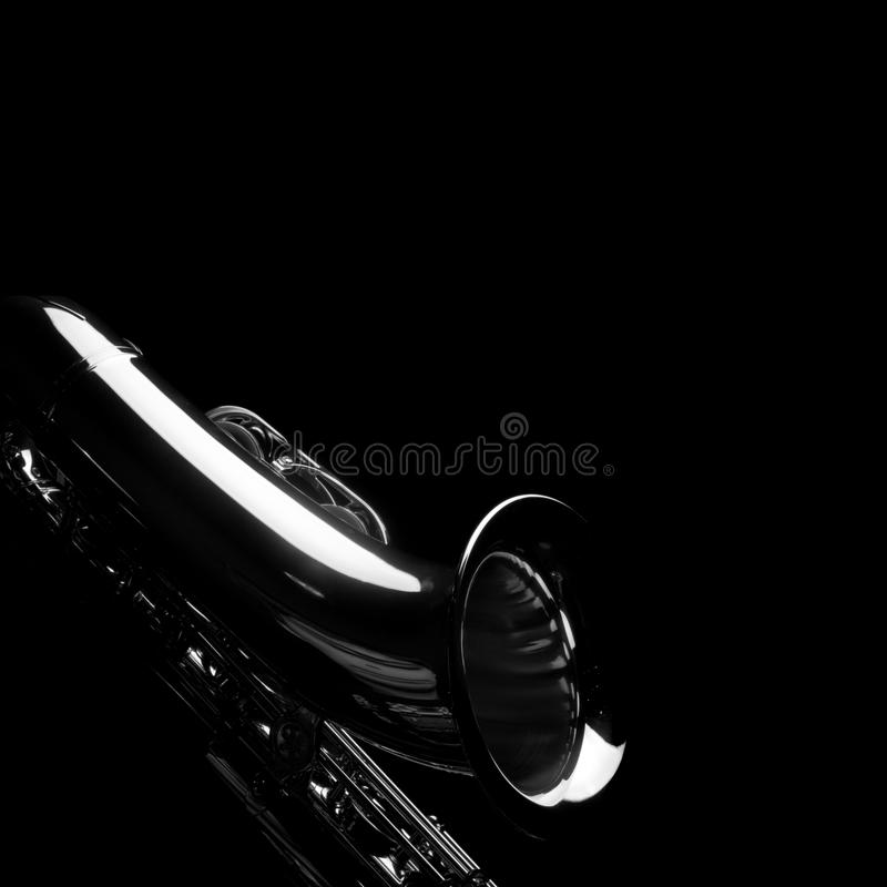 Saxofone no preto foto de stock royalty free