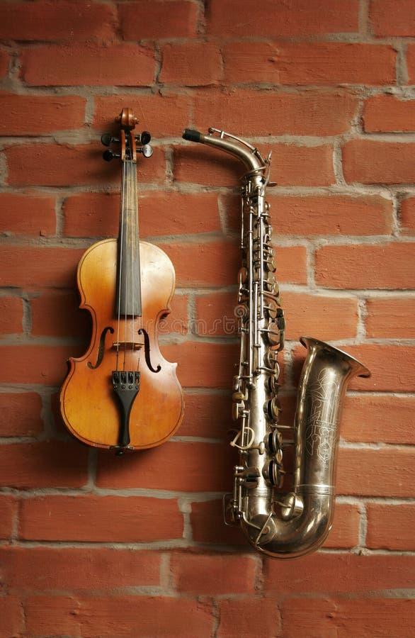 saxofonfiol royaltyfria foton