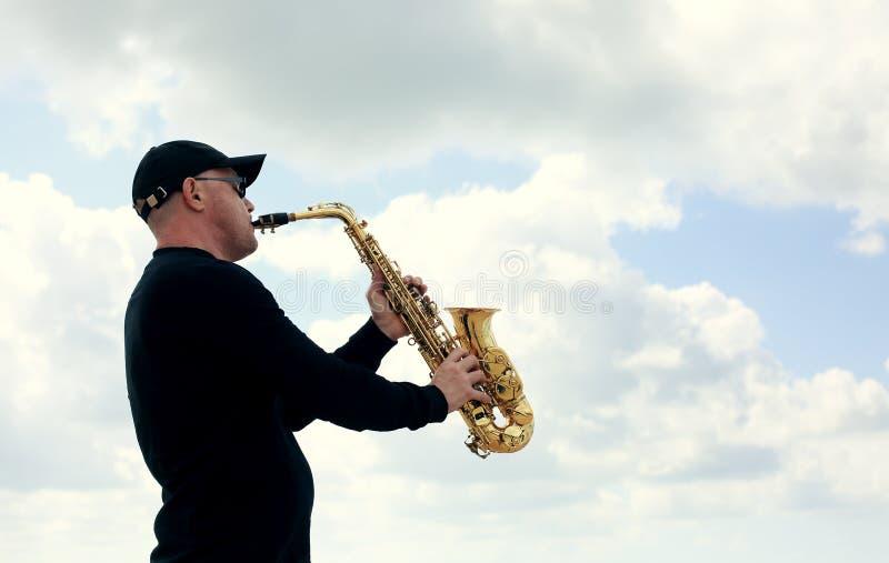 saxofonist arkivfoton