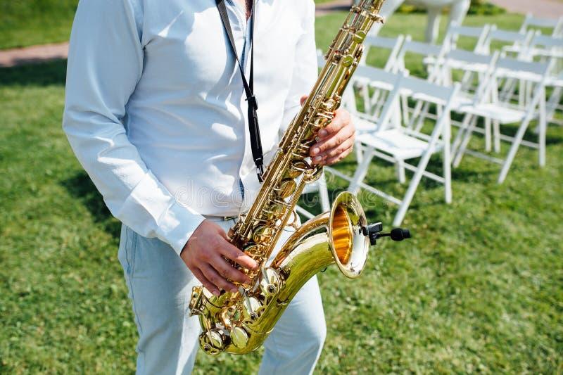 Saxofonista del instrumento de música de jazz del jugador de saxofón fotografía de archivo libre de regalías