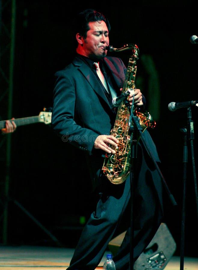 Saxofonman arkivfoton