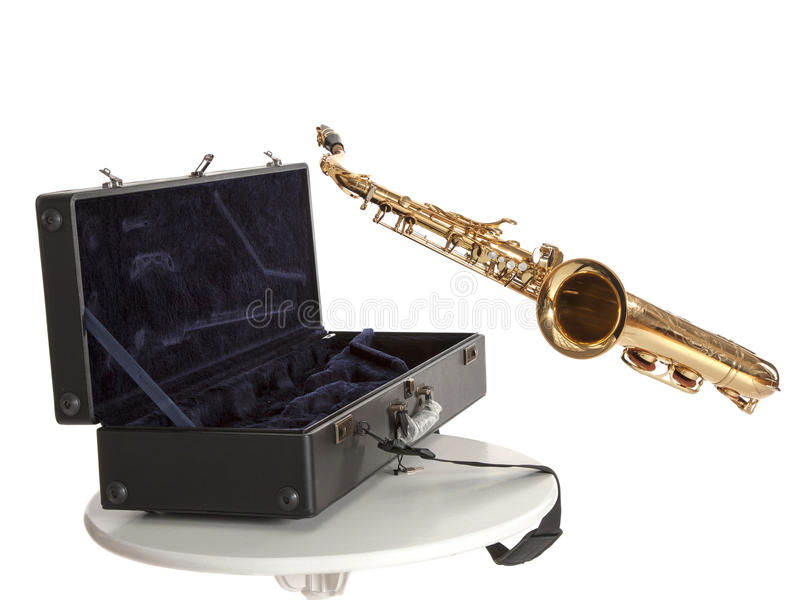 Saxofoon en doos royalty-vrije stock fotografie