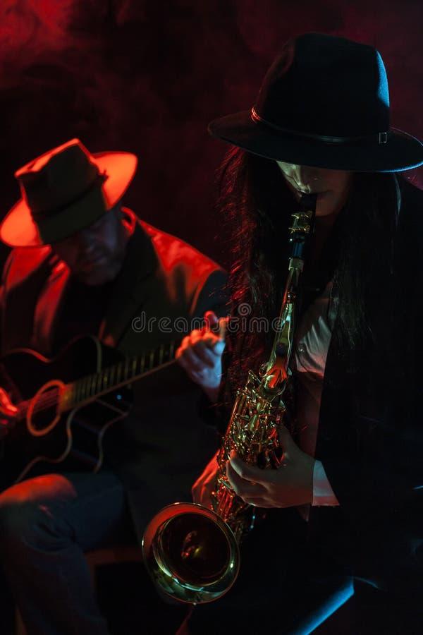 Saxofoon en Gitaar stock fotografie