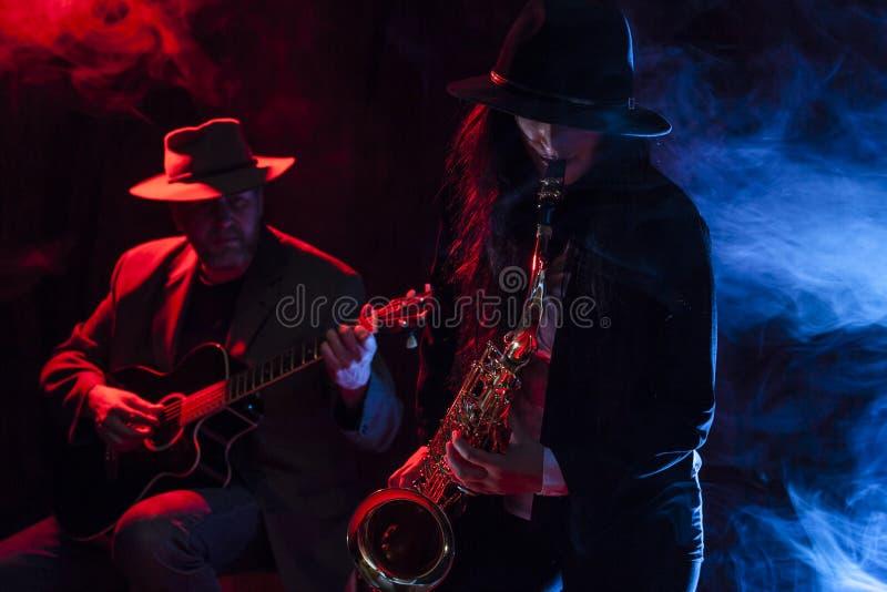 Saxofoon en Gitaar stock afbeelding