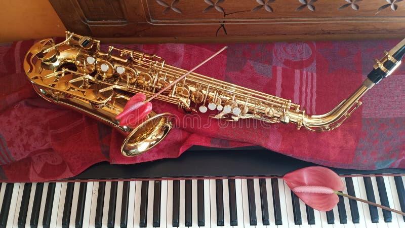 Saxophone και η μουσική πιάνων στοκ φωτογραφία με δικαίωμα ελεύθερης χρήσης