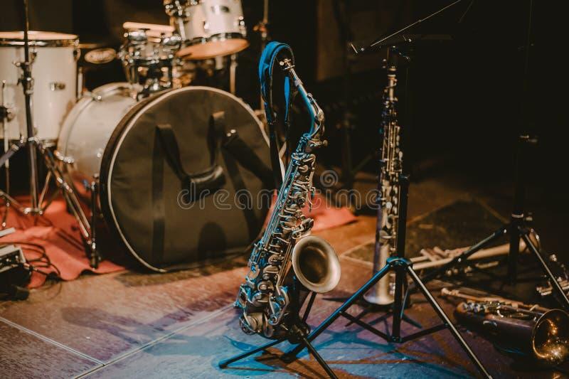 Saxophone πριν από τη συναυλία στοκ φωτογραφία με δικαίωμα ελεύθερης χρήσης
